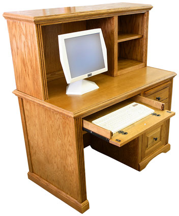 When choosing a computer desk, there are many